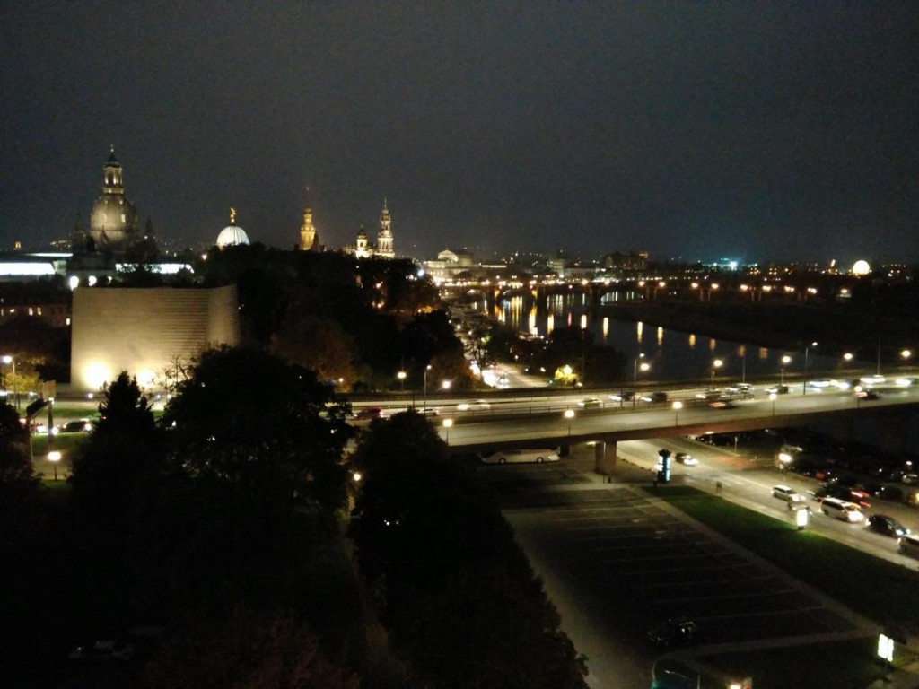 Dresden - Abendlicher Blick über das Dresdener Stadtzentrum aus dem Hotel am Terrassenufer