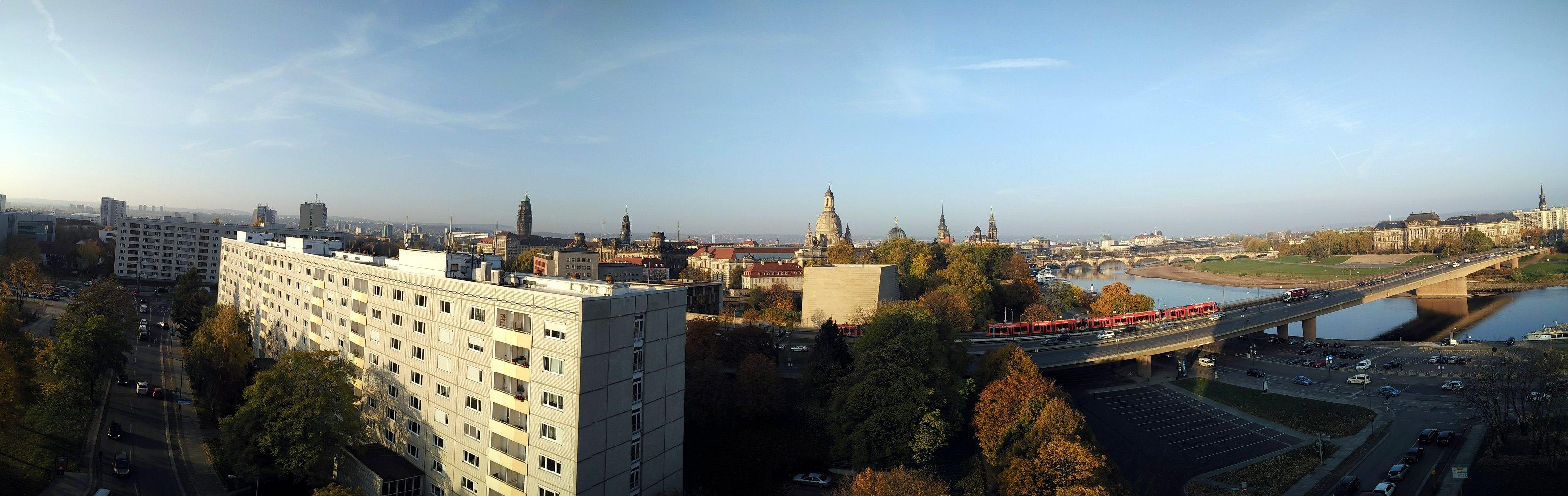 Dresden - Panorama-Blick vom Hotel am Terrassenufer
