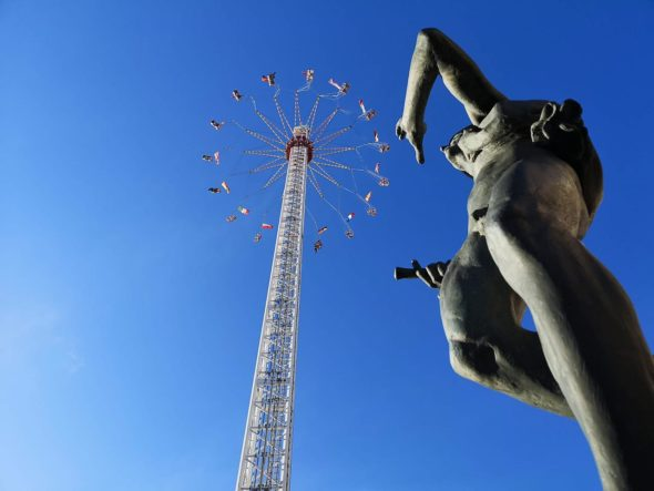80 Meter hohes Riesen-Kettenkarusell in Halle