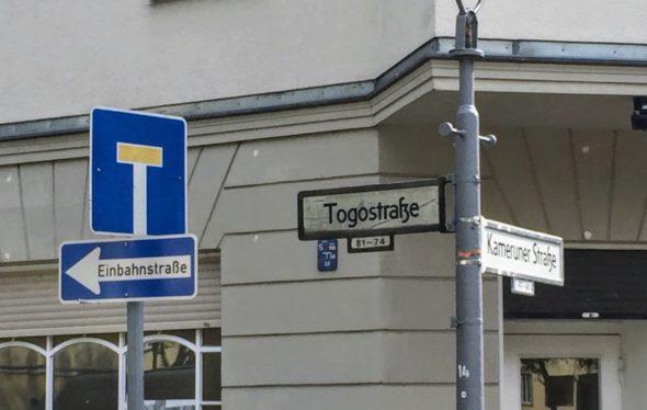 Schild: Sackgasse und Einbahnstraße